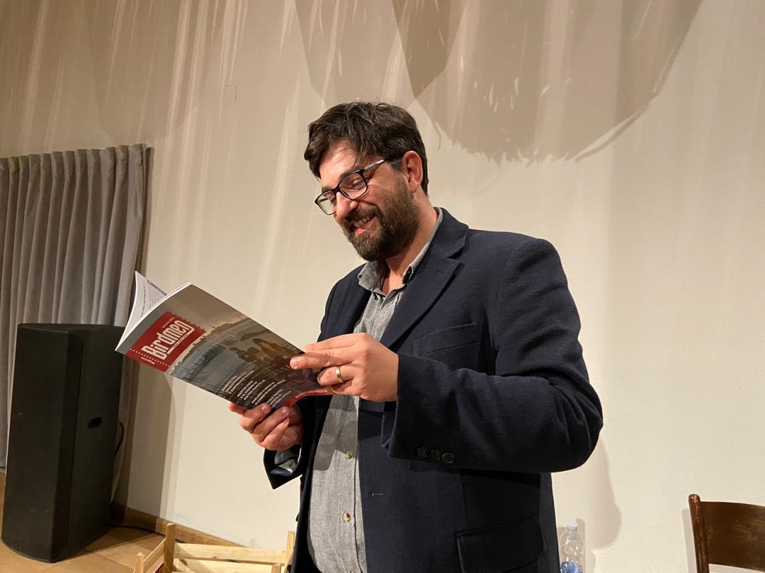 Tiago Rodrigues reading Birdmen